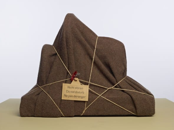 Man Ray, L'Énigme d'Isidore Ducasse (The Riddle of Isidore Ducasse), 1920 (1971), iron, textile, rope, cardboard, 45.4 x 60 x 24 cm. Collection Museum Boijmans Van Beuningen.
