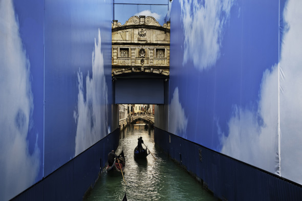 Steve McCurry, Gondole in un canale. Venezia, marzo 2011 © Steve McCurry