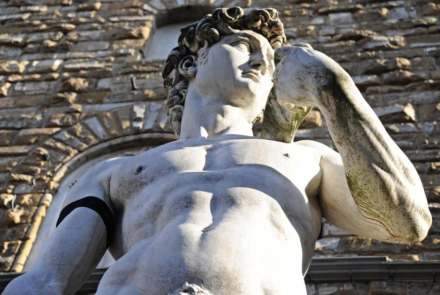 David di Michelangelo listato a lutto