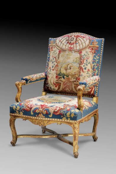 Galerie Aveline /Stand 108 Title: A set of six Régence armchairs Caption: Carved and giltwood upholstered with tapestry depicting scenes from Fables de la Fontaine 106 x 70 x 73 cm Paris