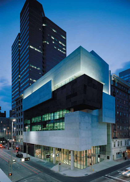The Richard and Lois Rosenthal Center for Contemporary Art, Cincinnati, Ohio, 2003  Photo by Roland Halbe
