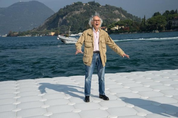 During the life-size test at Montecolino, Christo is obviously delighted as the piers undulate with the movement of the waves, Lake Iseo, October 2015 Photo: Wolfgang Volz