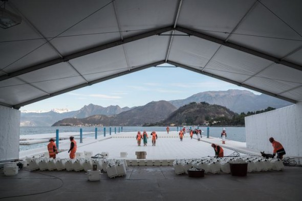 At the headquarters in Montecolino, construction workers assemble the piers, which are produced in 100-meter-long segments and stored outside Montecolino on Lake Iseo, January 2016 Photo: Wolfgang Volz