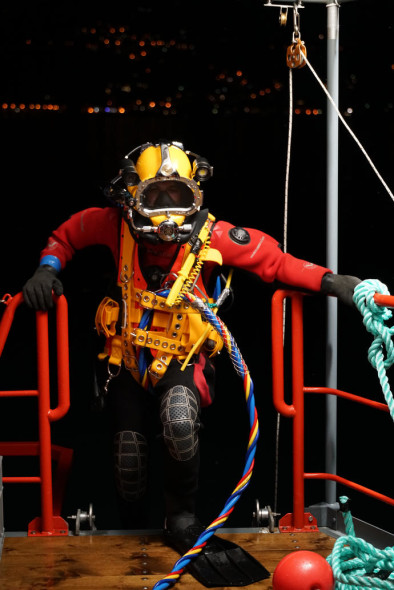 Commercial divers from France are hired to install the underwater anchors at depths up to 90 meters, March 2016 Photo: Wolfgang Volz