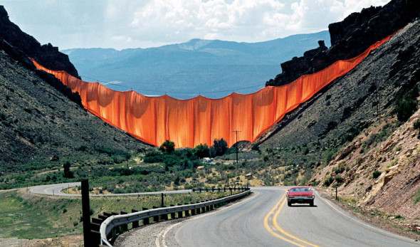 Christo and Jeanne-Claude  Valley Curtain, Rifle, Colorado, 1970-72  Photo: Wolfgang Volz  © 1972 Christo