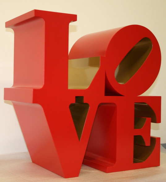 Robert Indiana Love 1966-1999 Scultura, alluminio policromo (red and gold), 91,5x91,5x45,75 cm. AP 3/4. Courtesy: Galleria d'Arte Maggiore, G.A.M., Bologna, Italia. © Robert Indiana by SIAE 2016