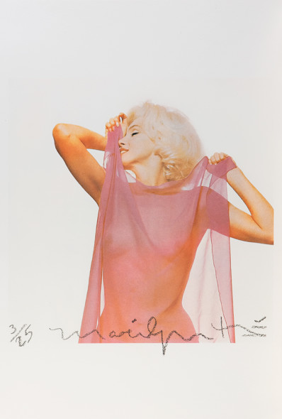 112 Bert Stern (1929-2013) marilYn With pinK scarF, the last sitting, 1962 Stampa ai pigmenti, stampata 2012. Firmata e numerata 3/25 con matita a cera nera sull'immagine; firmato e datato con matita a cera nera con timbro del fotografo al verso cm 48 x 33 Pigment print, printed 2012. Signed and numbered 3/25 in black crayon in the image; signed and dated in black crayon with photographer's credit stamp on the verso. ***La stampa è accompagnata da Certificato di Autentica rilasciato dall'Artista. The print is accompanied by Authentic issued by the Artist. €1700 - €2000