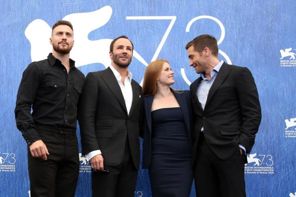 Aaron Taylor Johnson, Tom Ford, Amy Adams & Jake Gyllenhaal al photocall di Venezia 73