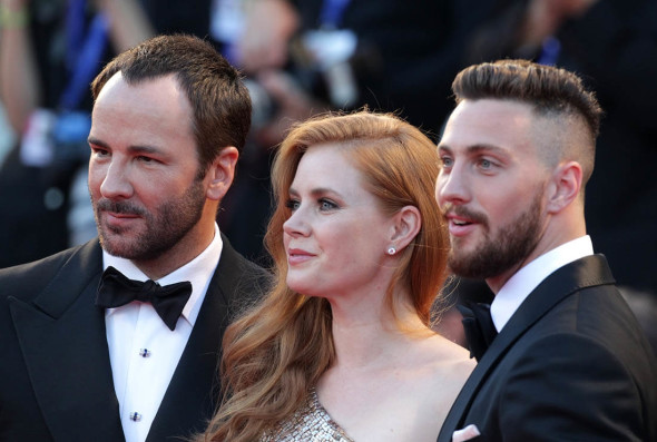 Tom Ford, Amy Adams & Aaron Taylor Johnson sul red carpet di Venezia 73