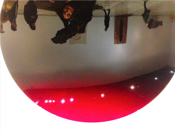 "#SELFIEADARTE ""Upside Down""  Mirror, Black to red, 2016 #AnishKapoor @MACRO #Roma @CleliaPatella"