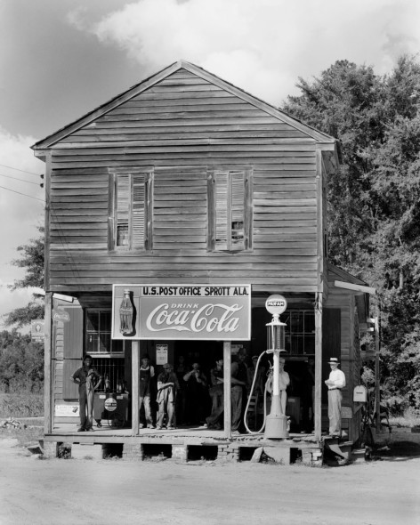 Walker Evans - Crossroads store,   Alabama, 1935