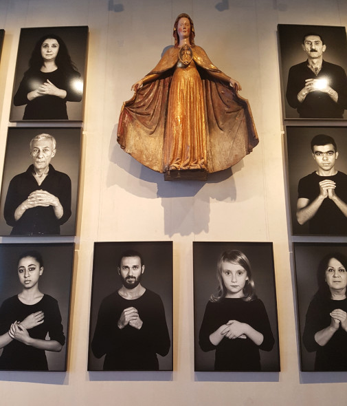 The Home of My Eyes di Shirin Neshat al Correr