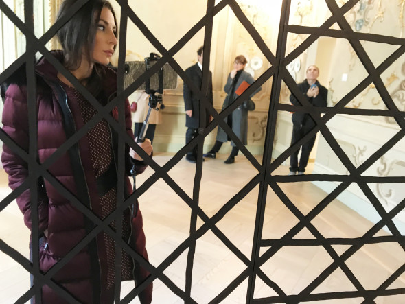 """#SELFIEADARTE """"Behind the Lines"""" Wall Drawing #1104: All combinations of lines in four directions. @SolLeWitt @FondazioneCarriero #Milano @CleliaPatella"""