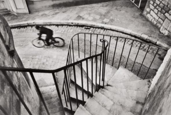 Lotto  17 Henri Cartier-Bresson, Hyères, France, 1932 $12,000 – 18,000 $100,000 £74,850/€85,050