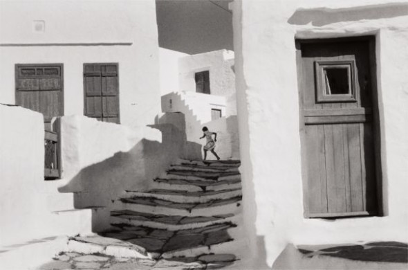 Lotto  38 Henri Cartier-Bresson, Siphnos, Greece, 1961 $10,000-15,000 $52,500 £39,296/€44,651 World Record for This Image at Auction