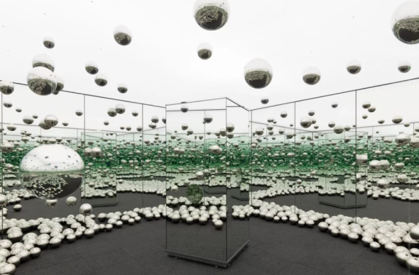 Yayoi Kusama, INFINITY MIRRORED ROOM: LET'S SURVIVE TOGETHER (2017, courtesy David Zwirner)