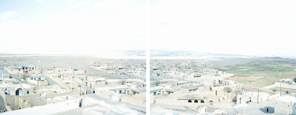 Walter Niedermayr, Nain, Iran 59/2006, Diptych, each 84 x 104 cm, installation 84 x 211, framed, Digital Pigment Print on FineArt Pearl paper, edition 1/6, courtesy Walter Niedermayr, Galerie Nordenhake Berlin/Stockholm and Galerie Johann Widauer, Innsbruck