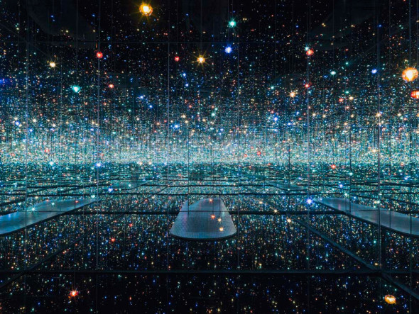 Yayoi Kusama Infinity Mirrored Room - The Souls of Millions of Light Years Away 2013 - The Broad Museum LA