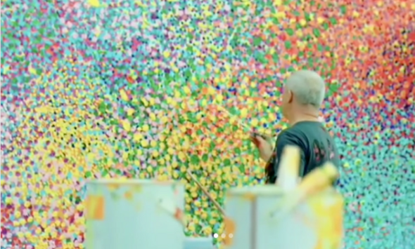 """Damien Hirst working at his """"The Veil Paintings"""""""