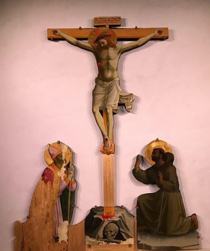Cristo crocifisso tra i santi Niccolò e Francesco, del Beato Angelico
