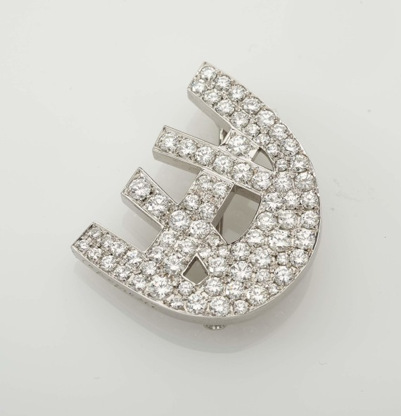 Capogrossi's brooch, 1970  of geometric pattern pavè-set with brilliant-cut diamonds, signed Capogrossi, Masenza Roma, mounted in platinum EST. € 8.000 - € 12.000
