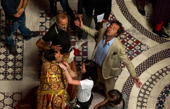 Director Paolo Sorrentino with Jude Law on the set of The Young Pope - Photo © Gianni Fiorito