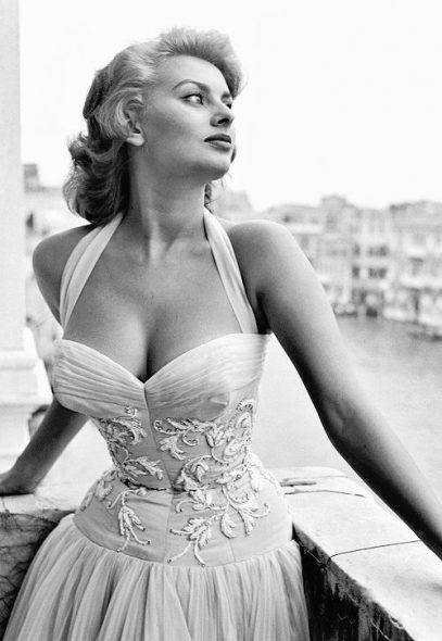 Italian actress Sophia Loren standing on a terrace on the Canal Grande. Venice, 1955 - Photo © Carlo Pescatori / Cameraphoto