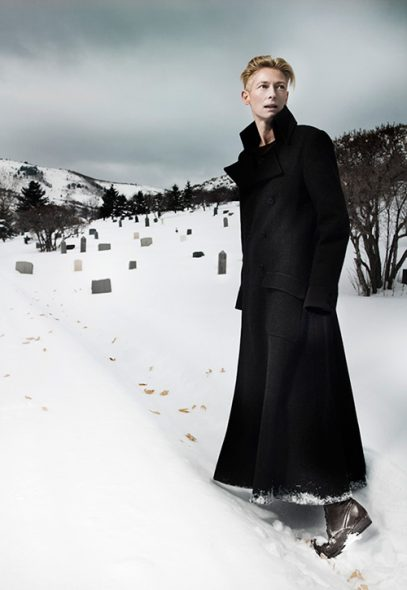 The unconventianal and mysterious charm of the actress Tilda Swinton portrayed in the snow - Photo © Fabrice Dall'Anese