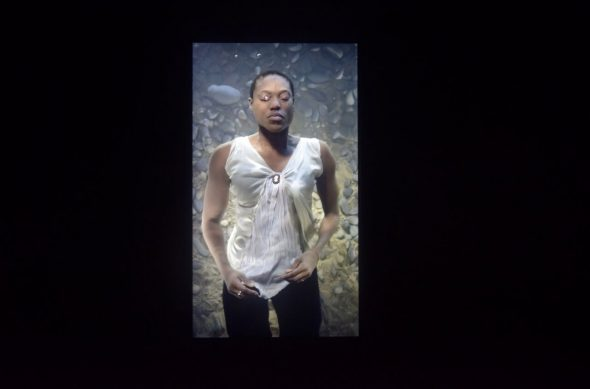 Bill Viola Sharon 2013 Video a colori in alta definizione, schermo, audio Courtesy: Bill Viola Studio