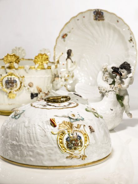 A Selection of Pieces from the Meissen Swan Service, 1737-41, Estimates ranging from $ 8,000 to 250,000