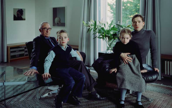 Thomas Struth. The Richter Family 1 Cologne 2002 Cat. 8281 Chromogenic print 135,0 x 193,4 cm