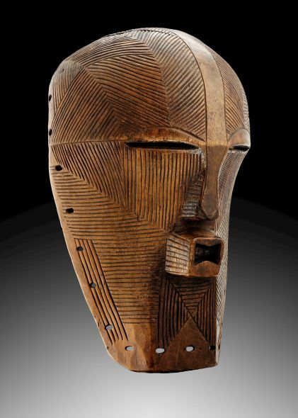 SONGYE KIFWEBE MASK Wood with pigments Height 44 cm (17.3 in.) Republic Democratic of the Congo - Late 19th-early 20th PROVENANCE Pierre Dartevelle Collection, Belgium; Onghena Collection, Belgium