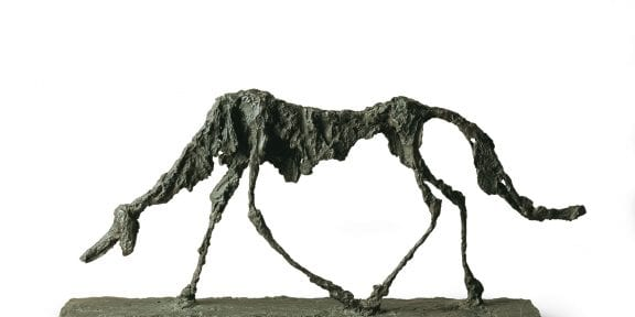 Alberto Giacometti, Il cane, 1951, bronzo, cm 47 x 100 x 15. Saint-Paul-de-Vence, Fondation Marguerite et Aimé Maeght © Claude Germain - Archives Fondation Maeght (France) © Alberto Giacometti Estate / by SIAE in Italy 2019