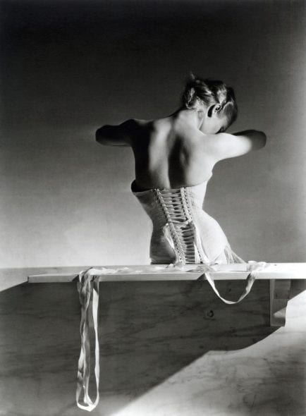 Horst P. Horst, Mainbocher corset, Paris 1939, cm 40,5x50,5. Courtesy Paci contemporary gallery (Brescia – Porto Cervo, IT)