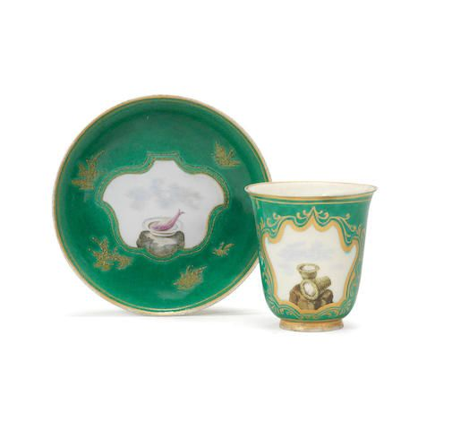 An extremely rare Capodimonte green-ground beaker and saucer, circa 1750 £ 6,000 - 8,000 € 6,700 - 9,000