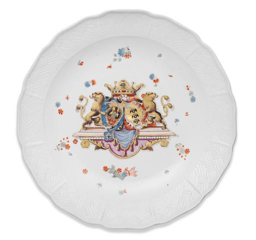 A rare Meissen large dish from the Sulkowski Service, circa 1735-38 £ 12,000 - 18,000 € 13,000 - 20,000