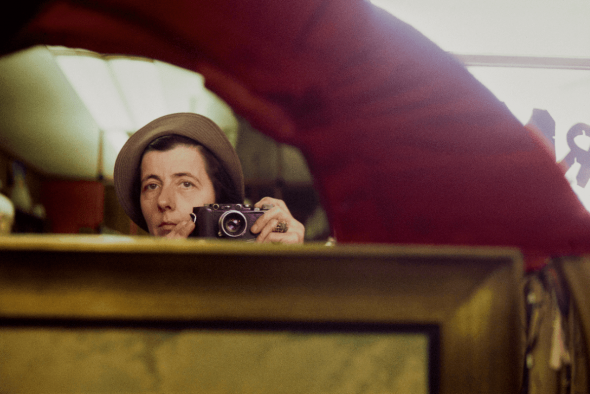 Vivian Maier, The Self-portrait and its Double_Magazzino delle Idee, Trieste, mostra realizzata da ERPAC Untitled, Chicago, IL, 1974_Paper size: 11x14 inches ©Estate of Vivian Maier, Courtesy of Maloof Collection and Howard Greenberg Gallery, NY