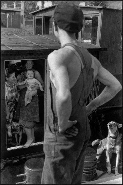 Henri Cartier-Bresson Bougival, France, 1956, épreuve gélatino-argentique de 1973 © Fondation Henri Cartier-Bresson / Magnum Photos