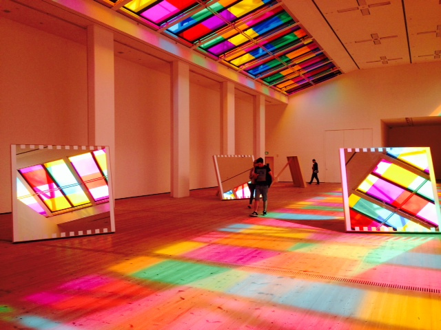 I tessuti luminosi di Daniel Buren illumineranno la GAMeC questa estate