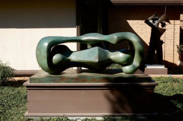 Reclining Connected Forms di Henry Moore